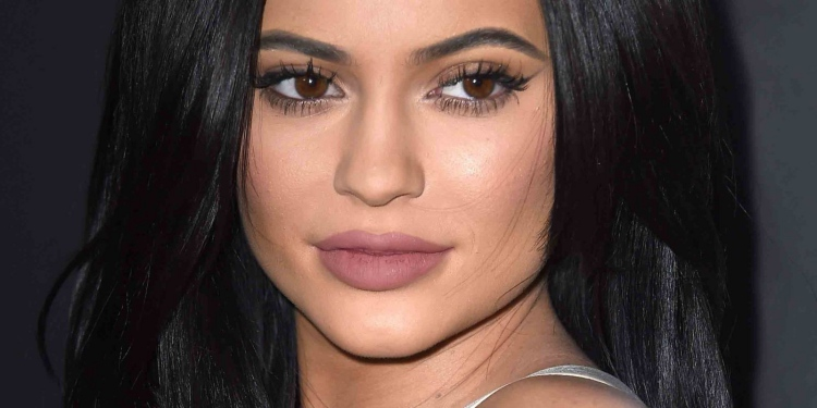kylie-jenner-beauty-routine
